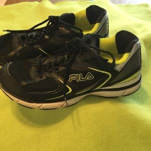 MENS FILA BLACK TENNIS SHOES